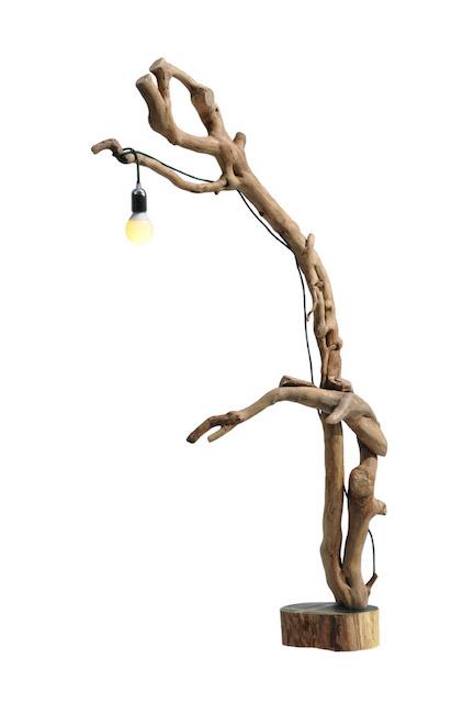 lampada in legno con pendente