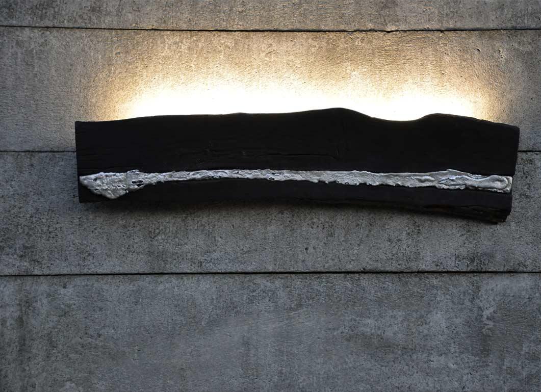 lampada da parete in legno e alluminio, versione burned