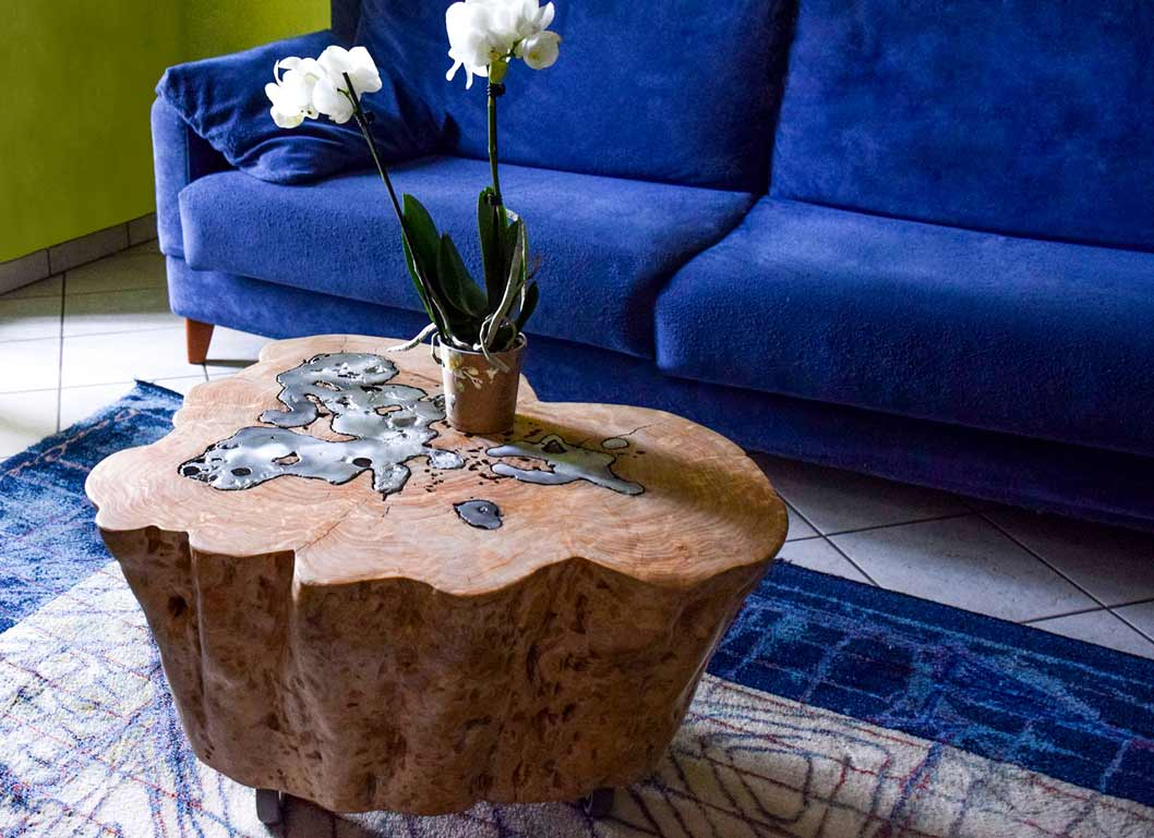 tavolino in legno massello e alluminio