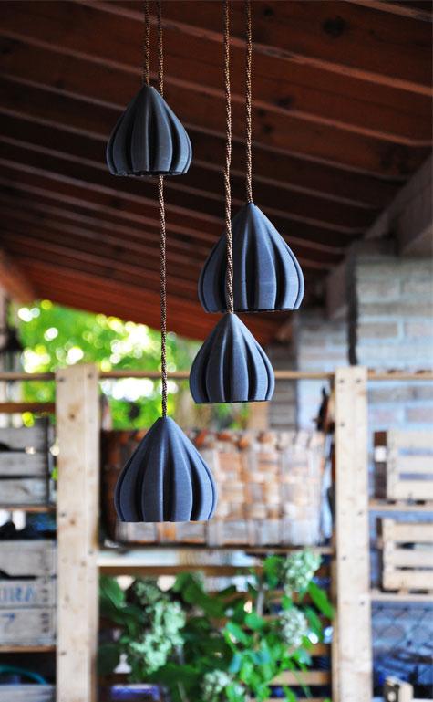 lampade a sospensione stampate in 3D in gres nero