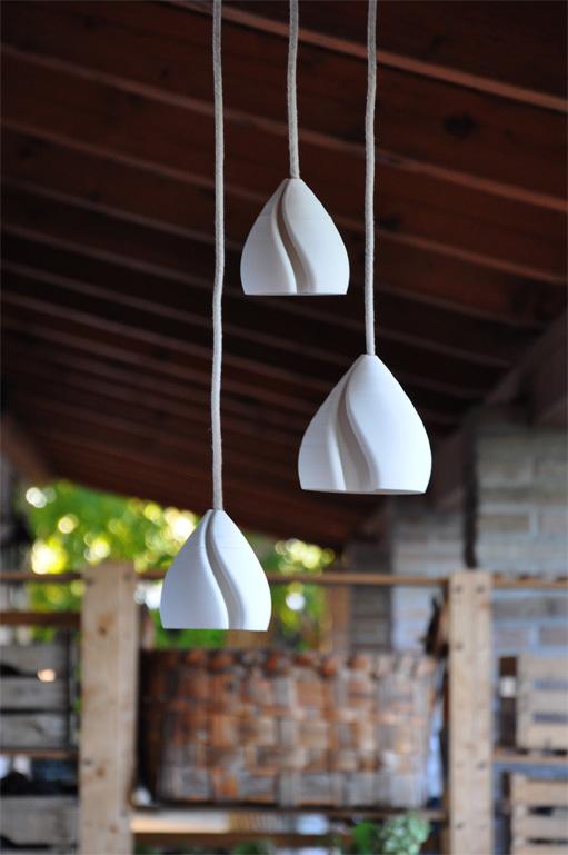 gruppo da tre lampade a sospensione stampate in 3D