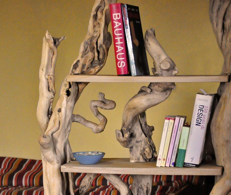 particolare libreria albero vela