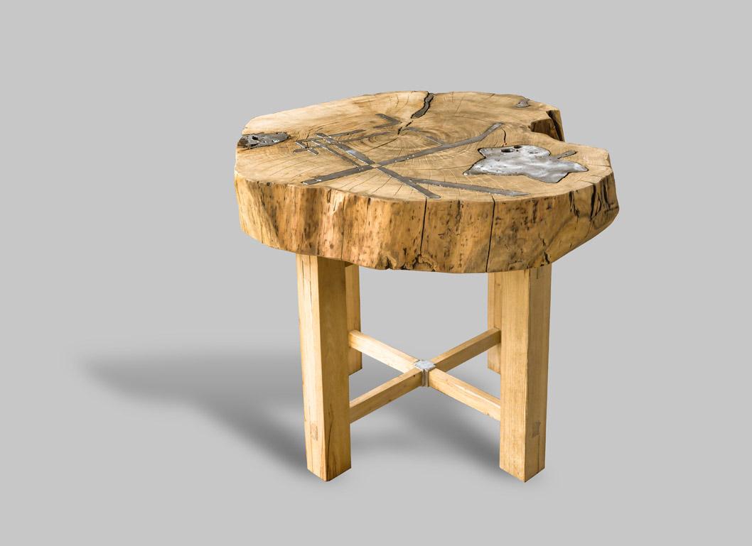 decoro del tavolo in legno e alluminio